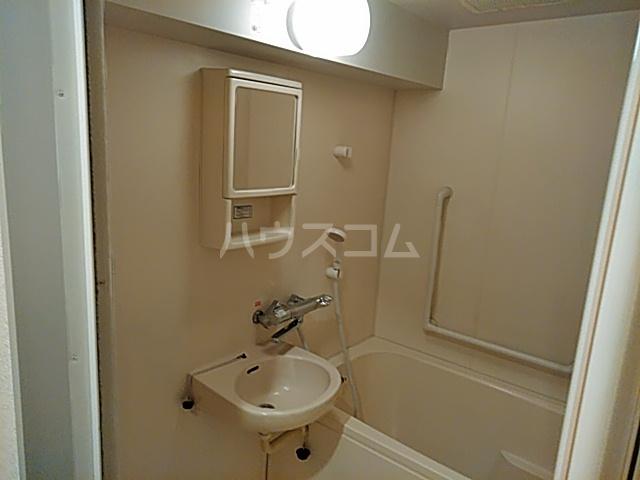 Ysトレゾワ関内 402号室の洗面所