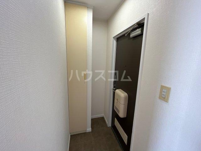 ラフォーレはねざわB 201号室の玄関