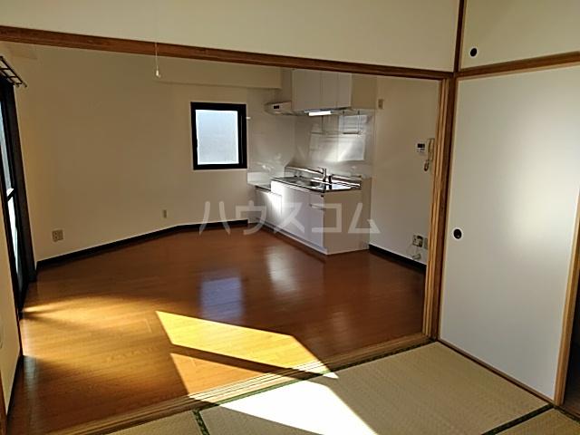 OAK PLAZA 0301号室のリビング