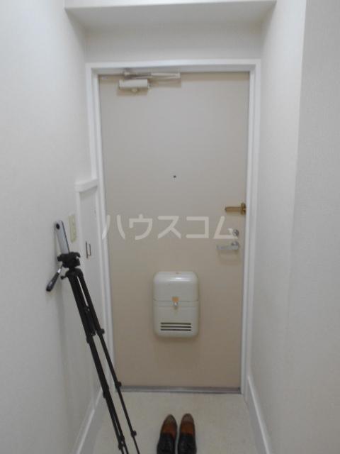 タートルストーンビル 115号室の玄関