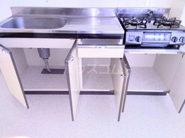 グランドマンション6 102号室のキッチン