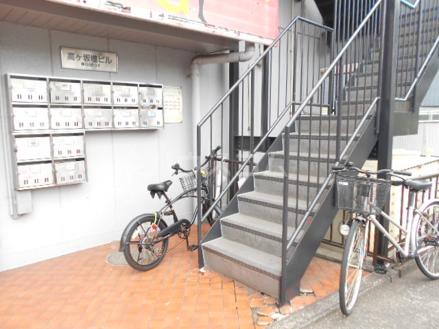 高ヶ坂橋ビル 202号室のエントランス
