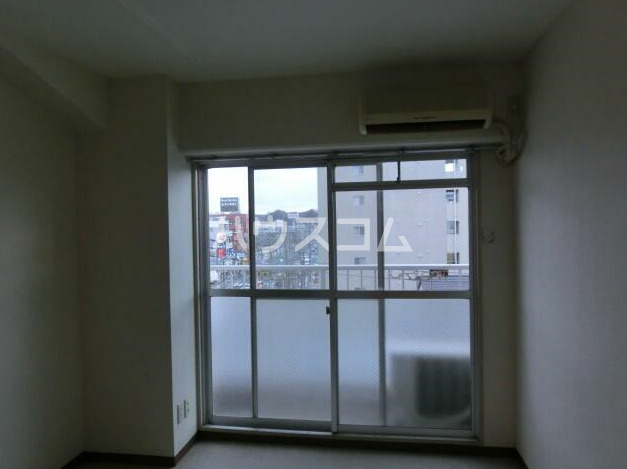 金沢八景相川ビル 401号室のリビング