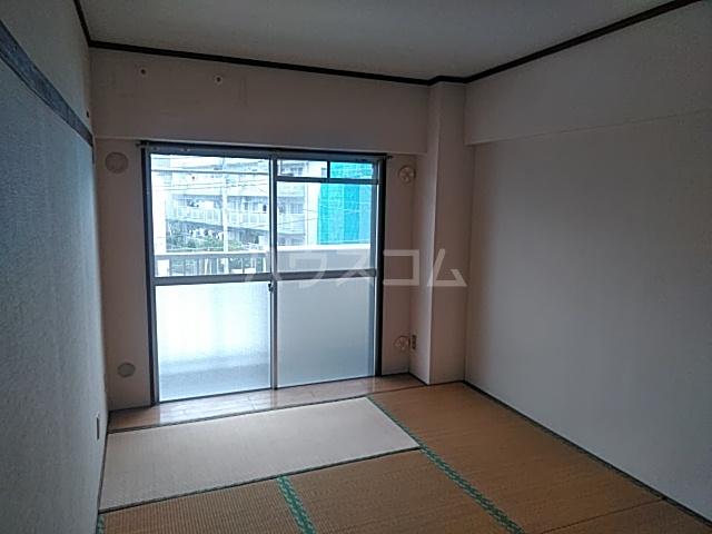 洋光台田中ビル 202号室のリビング