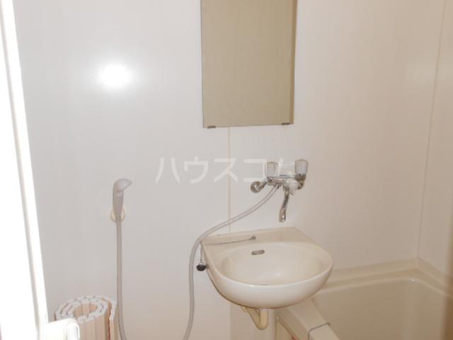 ハイツ・シーウェスト 102号室の洗面所