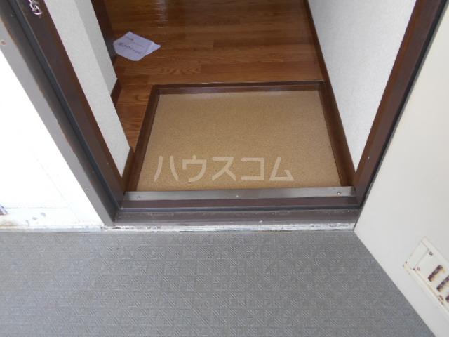 エレガンス 202号室の玄関