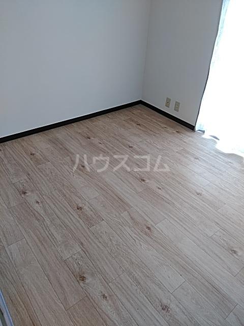 ビューフラット磯子 102号室の居室