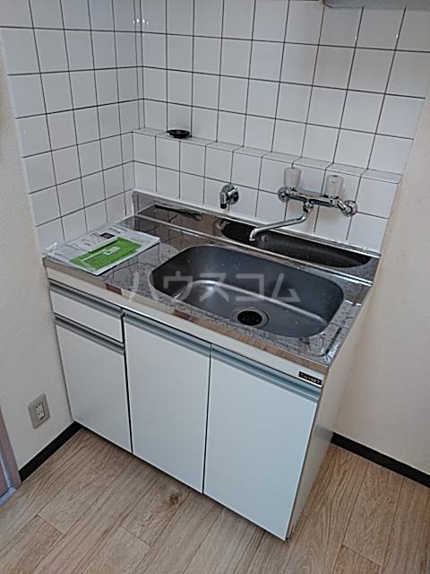 ビューフラット磯子 102号室のキッチン