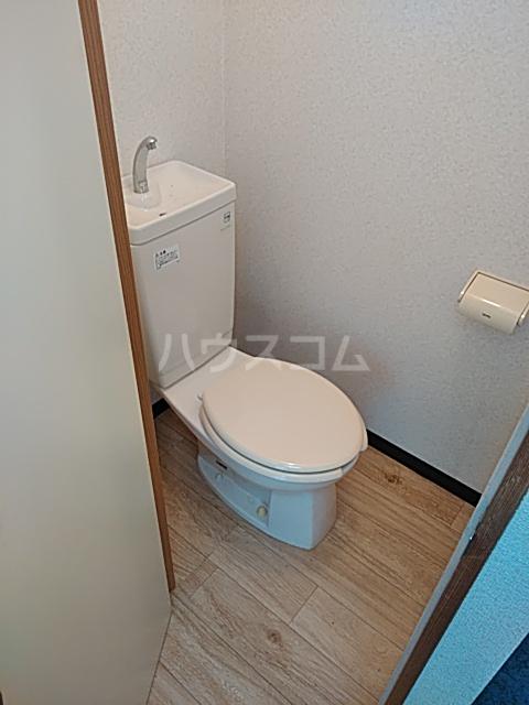 ビューフラット磯子 102号室のトイレ