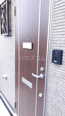 ITハウス 105号室の玄関