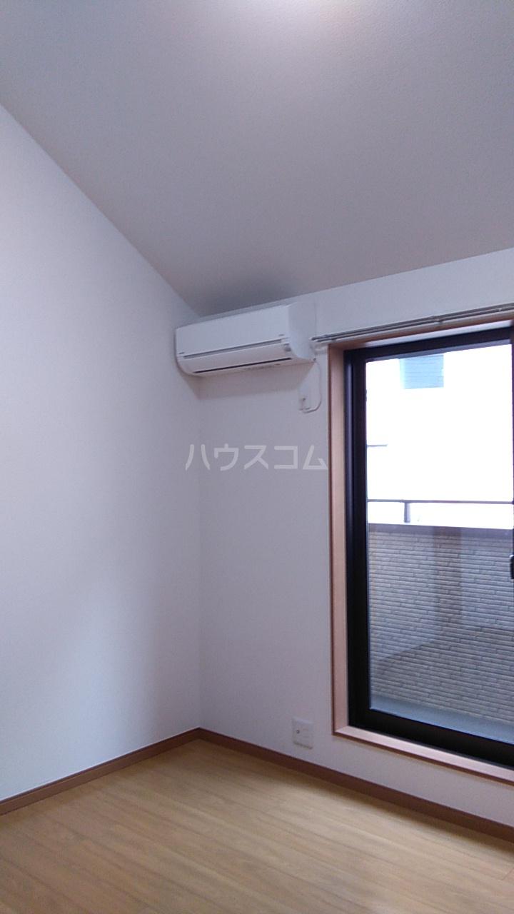 ITハウス 203号室のリビング