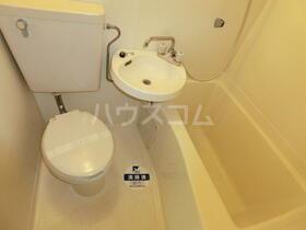 スカイコート横浜港南台 205号室のトイレ