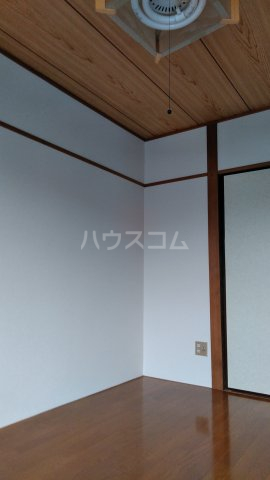 旭町ビル 302号室の居室
