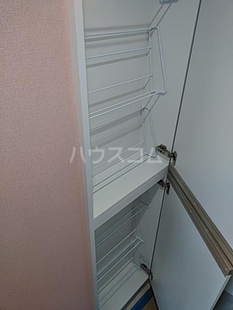 ユナイト弘明寺ヘンリーマンシーニ 205号室の収納