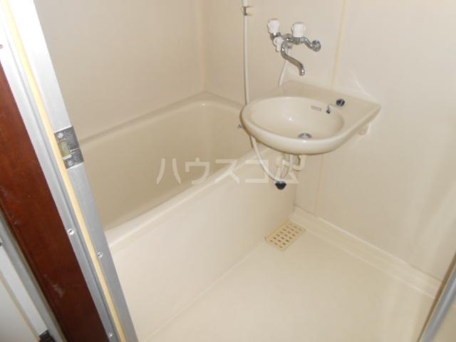 メゾンアカネ 202号室の風呂