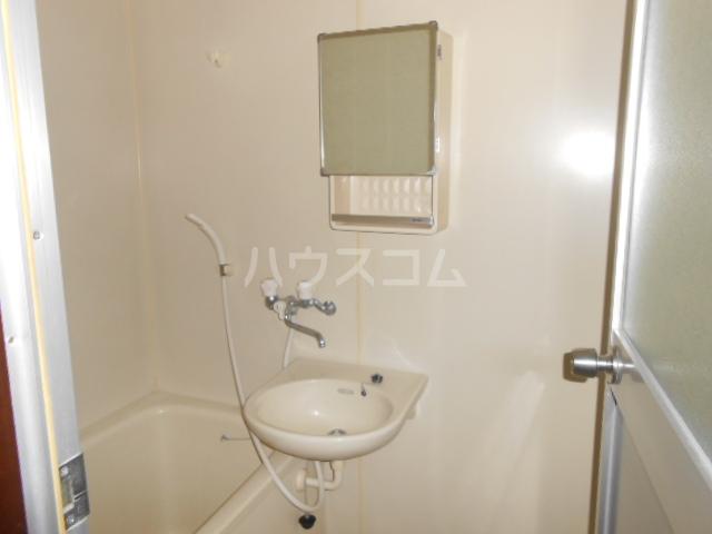 メゾンアカネ 202号室の洗面所
