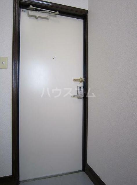 ストークハイツ田口 203号室の玄関