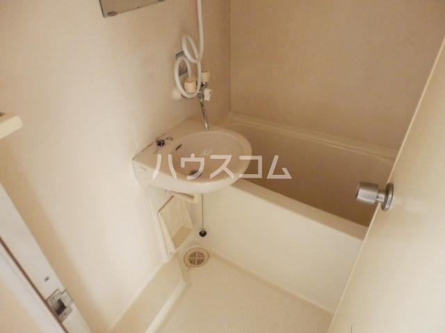 リバーサイド大滝 402号室の風呂