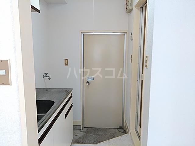 ツインコート 108号室の玄関