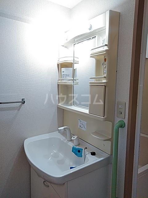 それいゆ泉 502号室の洗面所