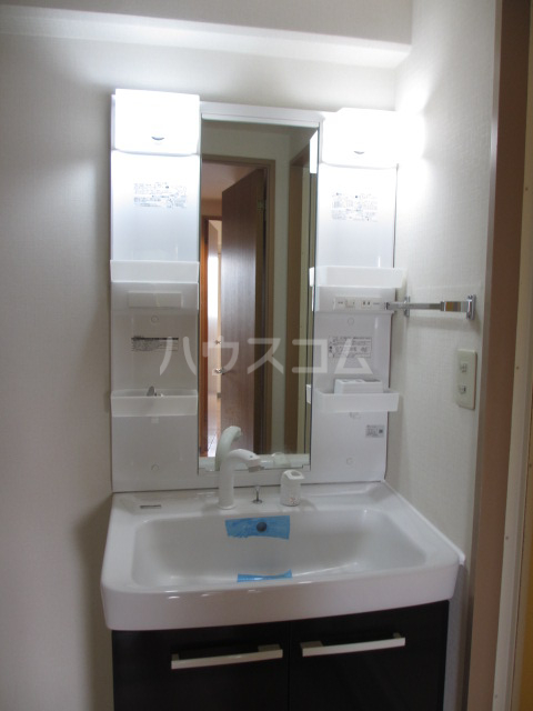 それいゆ泉 305号室の洗面所