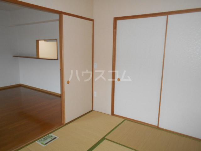 ルミエール泉 205号室の居室