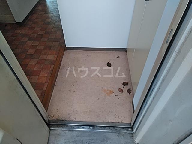 プロバンス 105号室の玄関