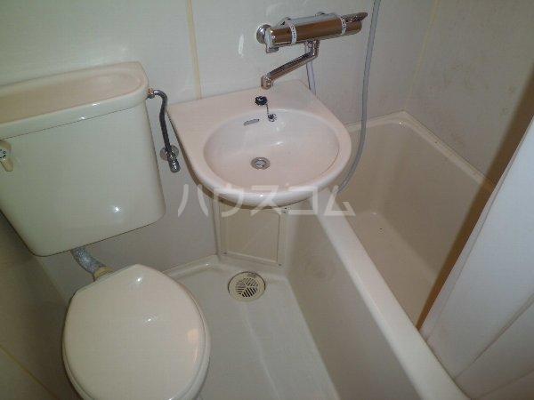 プロバンス 112号室の洗面所