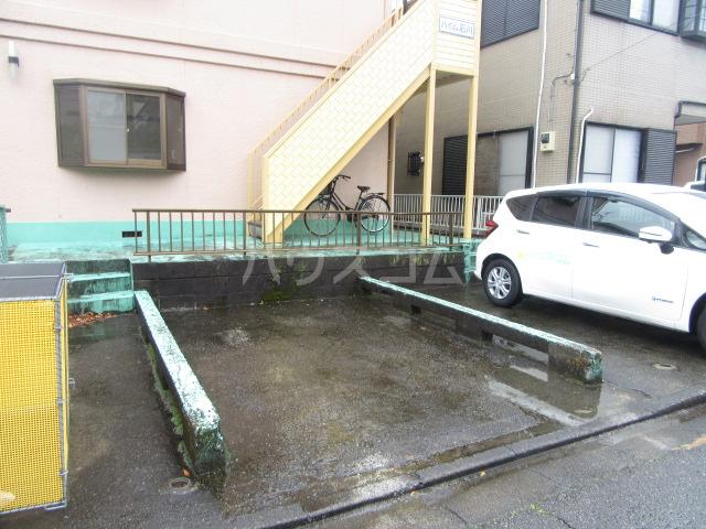 ハイム石川 201号室の駐車場