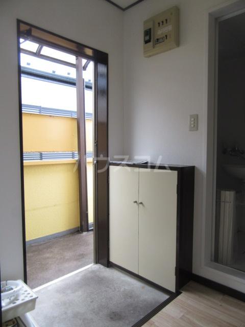 ハイム石川 201号室の玄関