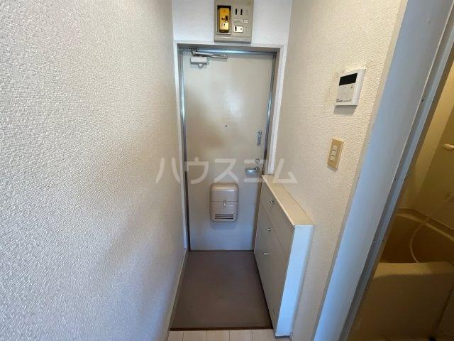 メゾン・アイリスⅡ 203号室の玄関