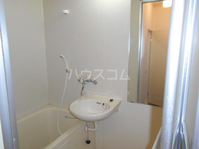 アクシス 103号室の洗面所