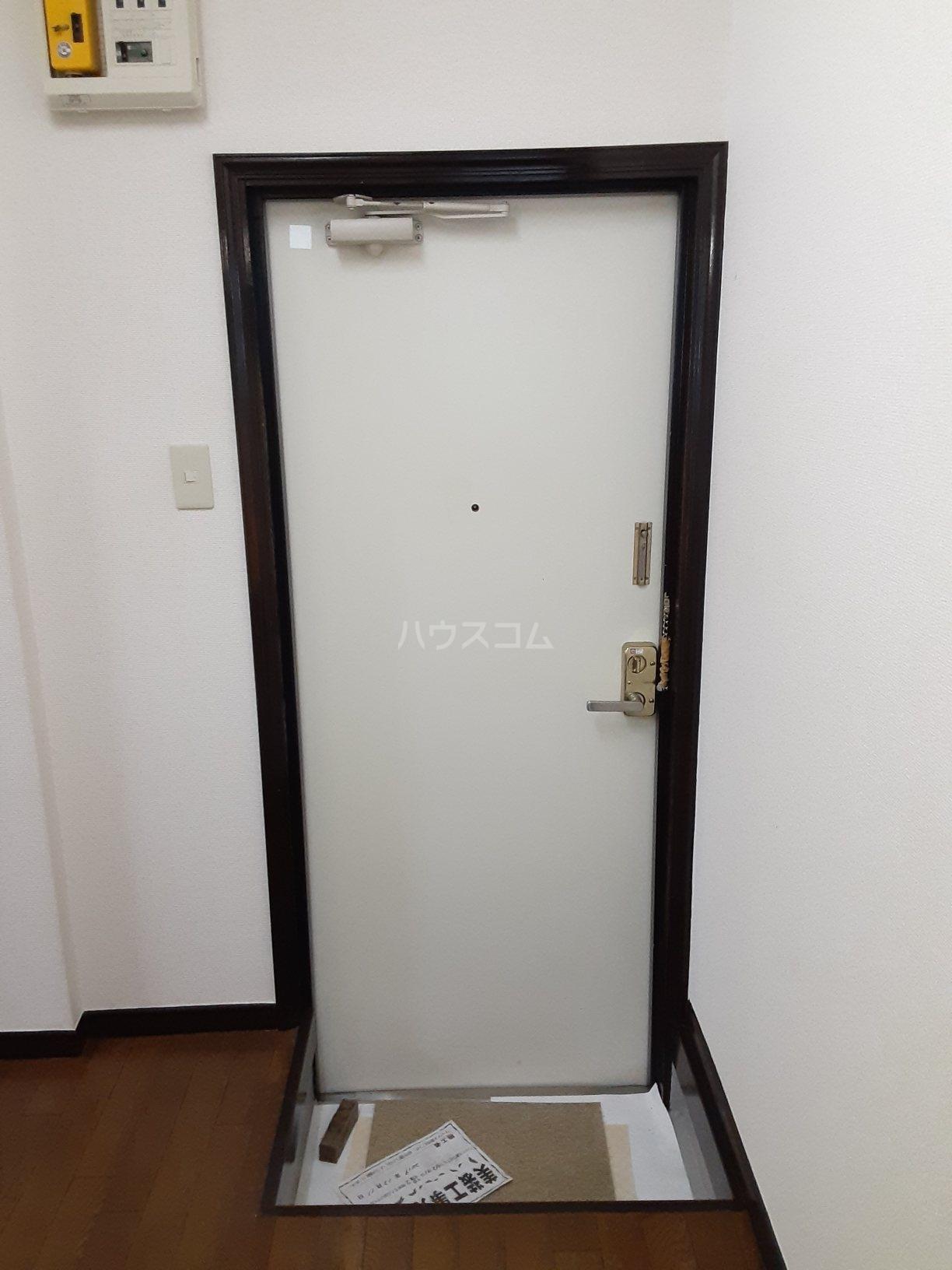 ストークハイツ田口 103号室の玄関