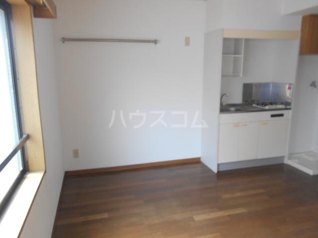 横浜元町ガーデンⅢ 101号室のリビング