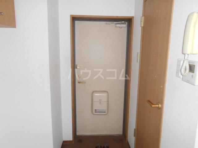 横浜元町ガーデンⅢ 101号室の玄関