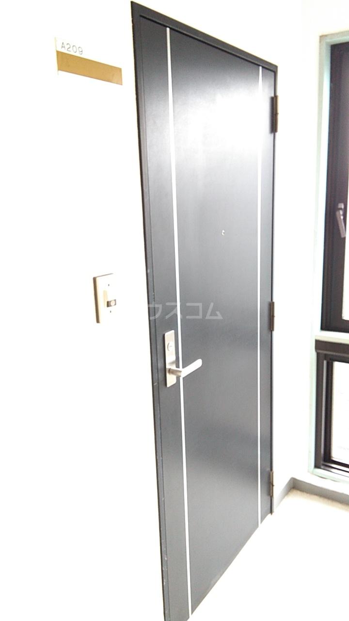 サンヒルズ上大岡 A209号室の玄関