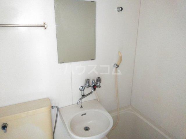 ファーストメゾン 101号室の洗面所