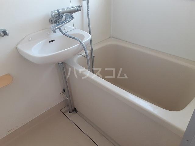フラワーマンション 301号室の風呂