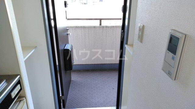 第二喜楽ハイツ 305号室の玄関