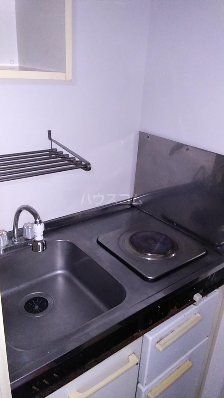 ルナ・レガーロ 101号室のキッチン