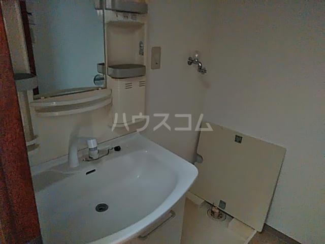 エスコート横浜関内 401号室の洗面所