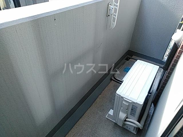 エスコート横浜関内 401号室のバルコニー