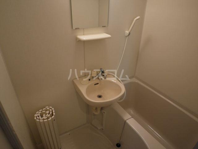 ブルースカイ上大岡 103号室の風呂