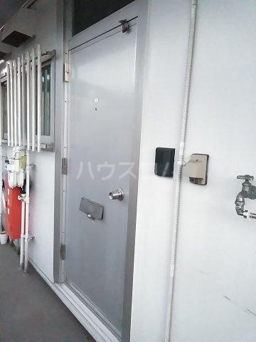 ツルコーポ 202号室の玄関