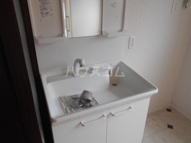 戸塚町一戸建の洗面所