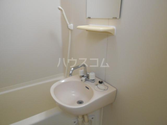 イーストヒル美濃 202号室の洗面所