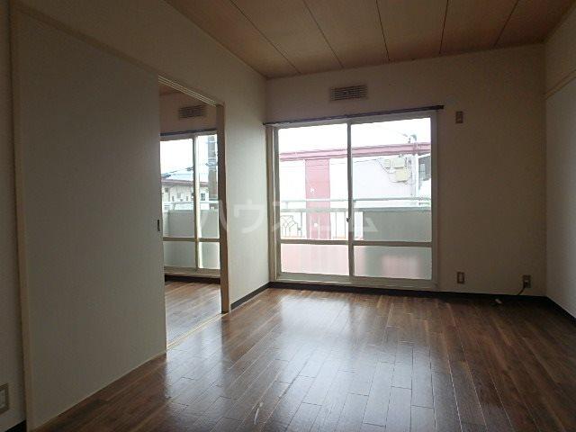 サンビレッジOGASA E棟 203号室のリビング