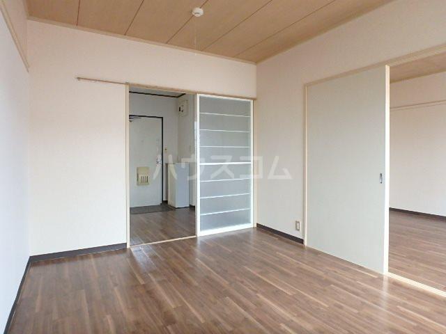 サンビレッジOGASA E棟 203号室の居室