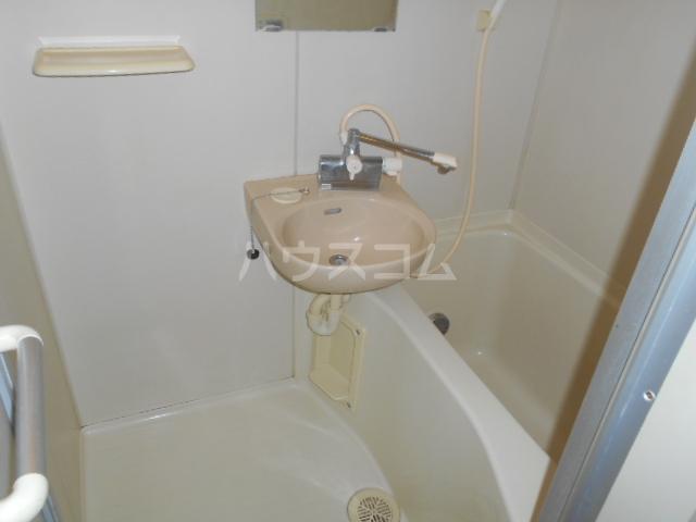 第3野本ビル 111号室の洗面所