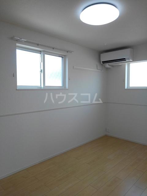プチフォンティーヌ磯子 02020号室のリビング